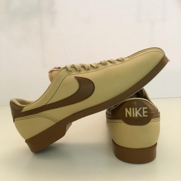 b14937718346fc Vintage NIKE Bowling Shoes Mens 9.5 Tan Brown. M 5aaddcc200450f320fc55162